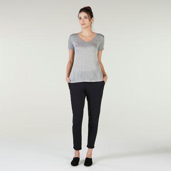 camiseta-cinza-listrada