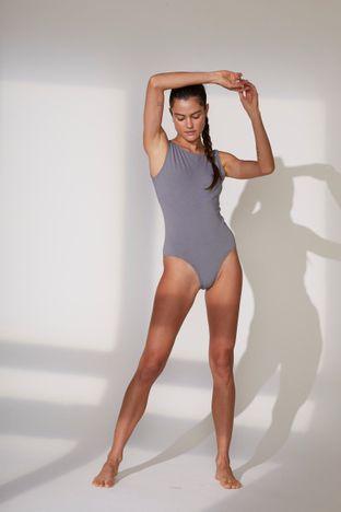 body-cinza